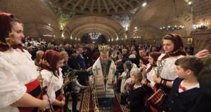 Sfânta Duminică de Florii Sărbătorită în  Maramureș – Băimărenii au sărbătorit Duminica Floriilor la Catedrala Episcopală Sfânta Treime (GALERIE FOTO)