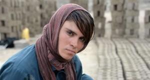 Povestea emoţionantă a fetei din Afganistan forțată de părinți să ducă o viaţă de băiat