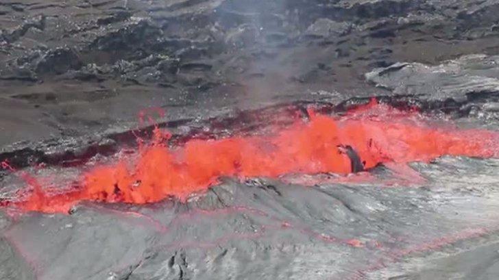 Spectacolul naturii în Hawaii. Lava iese la suprafaţă în ocean. Imagini spectaculoase