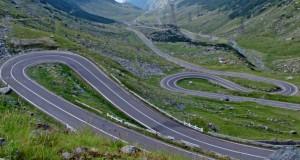 Circulaţia rutieră pe Transfăgărăşan, oprită pe ambele sensuri de mers