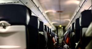 Cinci alimente pe care n-ar trebui să le mai consumi în avion
