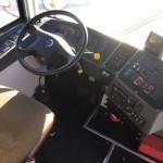 Şoferul unui microbuz plin cu pasageri, filmat folosind două telefoane în acelaşi timp, în cursă