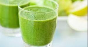 Acest suc verde antiinflamator ajută la ameliorarea durerilor
