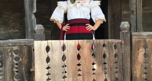 Noutăți în lumea muzicală-Interpreta de muzică populară Iasmina Lăzaroi își va lansa o nouă piesă