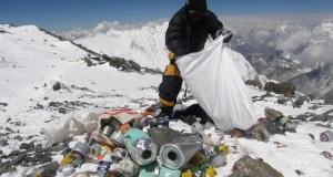 Fenomen îngrijorător! Au transformat Everestul într-o groapă de gunoi