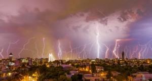 ALERTĂ METEO. Capitala şi 13 judeţe sub COD GALBEN de ploi şi vânt