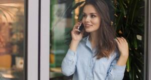 De ce ar trebui să ții mereu telefonul în mâna dreaptă