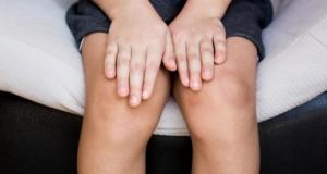Copil de 3 ani, atacat cu ACID, într-un centru comercial