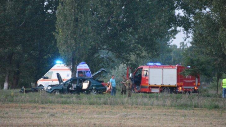 Accident în faţa Şcolii de Aviaţie Boboc: un pilot a murit, 3 sunt în stare critică