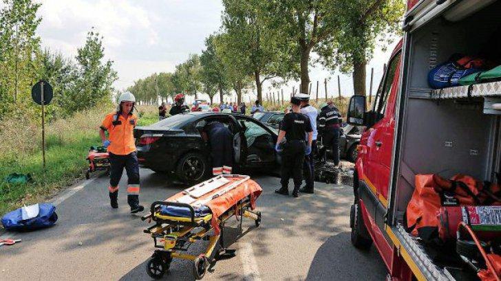 Accident grav în Argeş, pe DN7. Circulaţia este oprită