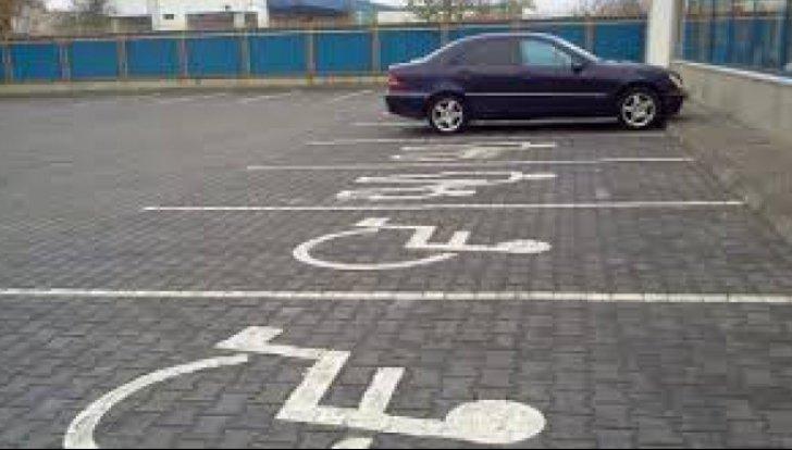 Amenzi mai dure pentru parcarea pe locurile rezervate