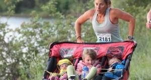 A alergat cu cei 3 copii și a depășit un record mondial