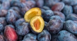 Dacă suferi de aceste boli, consumul de prune este INTERZIS
