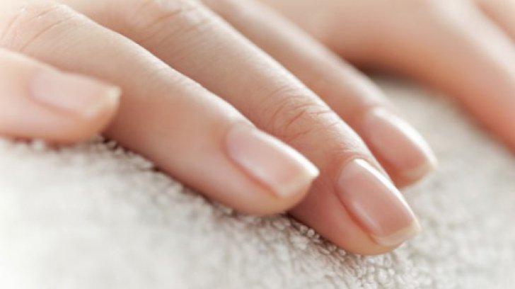 Ce spun unghiile despre corpul tău. Semnele care îţi arată când trebuie să mergi la medic