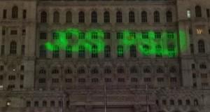 """Mesajul """"Jos PSD"""", proiectat pe Parlament la un mare show internațional"""