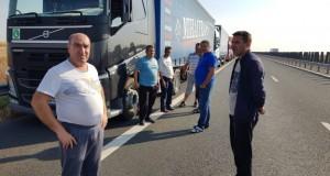 Aglomerație la frontiera cu Ungaria. Autotrenurile așteaptă la Nădlac peste patru ore