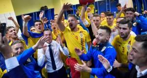 Imaginile bucuriei în vestiarul naționalei U21: Mirel Rădoi, așa cum nu l-ai mai văzut!