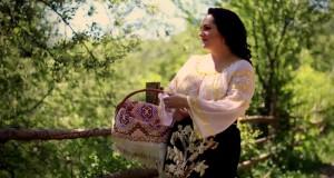 """Oxana Copceanu este românca din Basarabia care a reușit să-și atingă visul pe un meleag mai îndepărtat de cel natal-Melodia specială a artistei este """"Jocul ca la mine-n sat"""""""