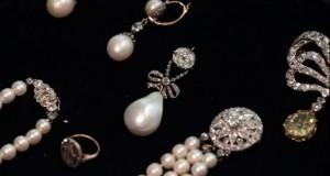Suma record cu care s-a vândut o bijuterie care a aparţinut unei foste regine a Franței