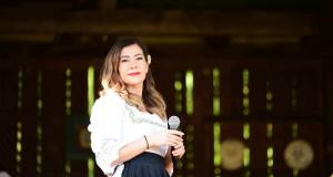 """Interpreta de muzică populară Ramona Darha și-a lansat de curând o nouă melodie -Noua ei piesă se numește """"Azi ești mic, copilul mami"""""""