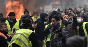 "Franța sub asediu. Al V-lea week-end de revoltă a ""Vestelor Galbene"""