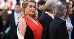 Un star al cinematografiei francze își vinde impresionanta colecție de rochii