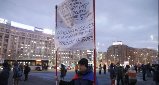 Mai mulți protestatari Rezist, ridicați de Poliție din fața Ministerului Justiției