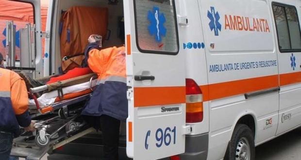 Accident groaznic în Zalău. O fetiță în vârstă de 12 ani a murit după ce a căzut dintr-un microbuz