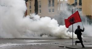 Proteste în Albania. Câteva persoane au încercat să intre în clădirea guvernului