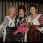 """""""La mulți ani, măicuță dragă"""" o melodie de suflet a interpretei de muzică populară Madălina Comșa- Melodia este dedicată mamei sale dragi"""