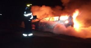Un om de afaceri beat a dat foc maşinii de zeci de mii de euro