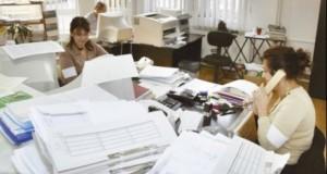 Bugetarii cu două funcţii ar putea primi şi 2 concedii de odihnă