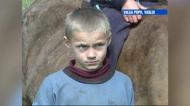 VIDEO. Vaslui, cel mai sărac teritoriu al UE. Soarta lui Petronel, filmat acum 12 ani de ProTV