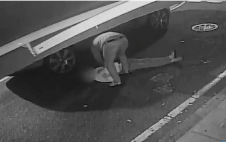 Student băgat în comă după ce a fost lovit de un hoț. Dinții i-au ajuns în plămâni