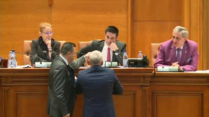 Claudiu Manda a sarit la BATAIE in Parlament! Scandal URIAS intre PSD si PNL! Scene incredibile