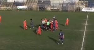 VIDEO | Scandal imens la un meci al Stelei! Un jucător a fost bătut pe teren
