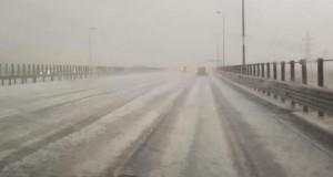 Vreme nebună în România: strat de gheață pe jos. Mașinile s-au oprit, pe Autostrada Soarelui