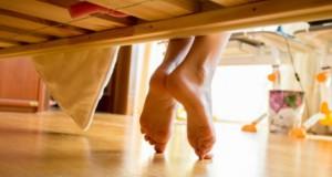 Socrii au venit în vizită, neanunţaţi. Când s-au uitat sub pat, li s-a făcut rău. Ce era acolo