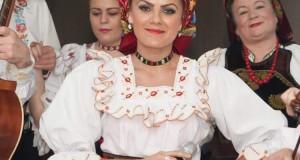 Muzica maramureșană o valoare culturală -Interpreta Raluca Danci cea mai apreciată artistă din Vișeu
