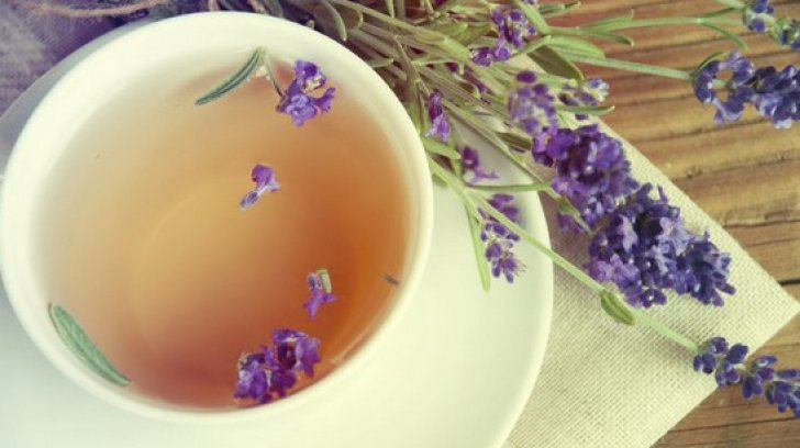 Ceaiul de lavandă tratează peste 70 de boli şi afecţiuni. Cum se prepară corect