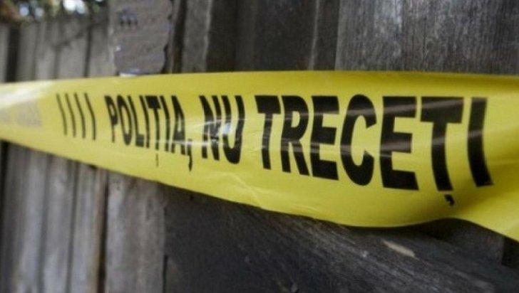 Bărbat găsit spânzurat, în curtea bisericii