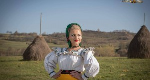 """Interpreta de muzică populară Alexandra Șofron și-a lansat o melodie în memoria tatălui ei -Melodia se numește """"Tatăl meu cu suflet bun """""""