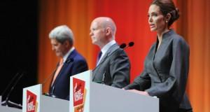 Votați Angelina! Fosta nevastă a lui Brad Pitt ar cam vrea să intre în politică