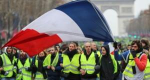 Tensiuni la Paris. Poliția a folosit gaze lacrimogene, mai multe persoane au fost arestate